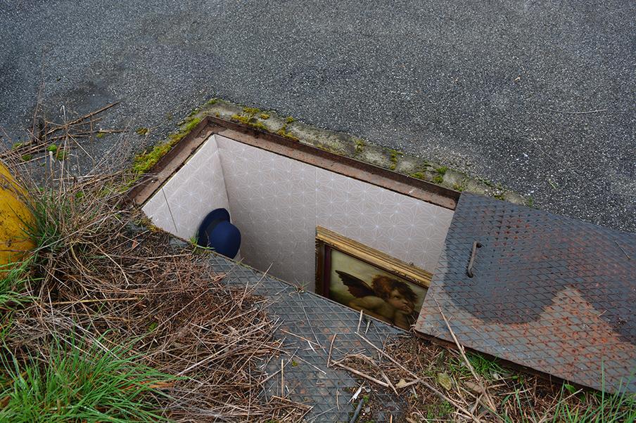 manhole-apartment-1